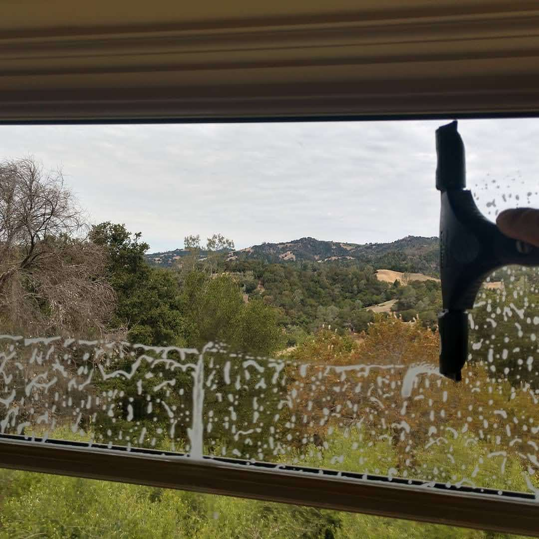 WINDOW CLEANING post thumbnail